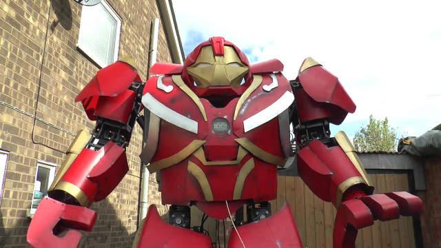 【蜗牛娱乐】发明家Colin Furze组装克毁灭者 高大威武机器人令人惊叹