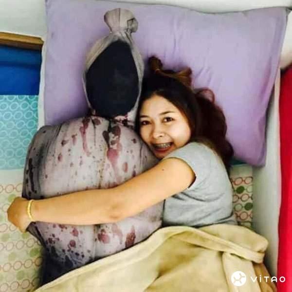 【蜗牛娱乐】超级恐怖捆尸抱枕 抱着能安心入睡吗