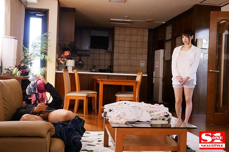 【蜗牛娱乐】SSNI-799:妹妹男友在沙发上闻著安斋拉拉内衣打手枪疯狂做爱!
