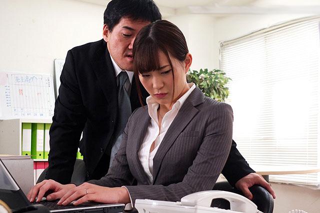 【蜗牛娱乐】JUY-843 :美谷朱里在上司粗暴行为下产生了从未体验过的快感!