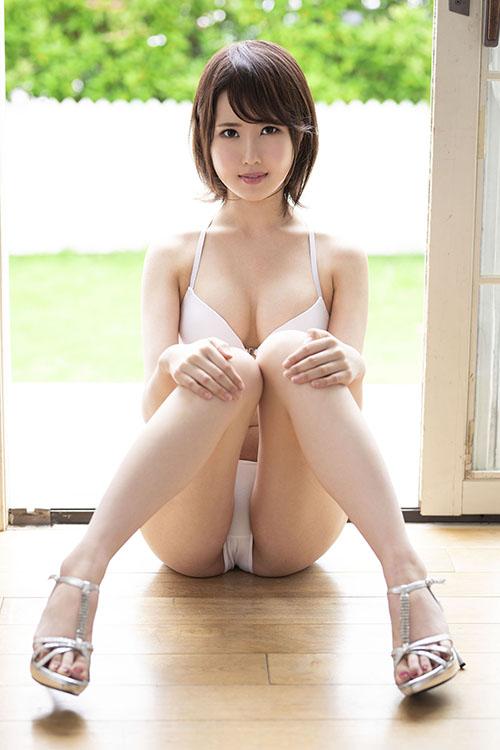 【蜗牛娱乐】MKMP-304:甜萌少女山口叶瑠性感又纯粹,极致长腿夹下去…