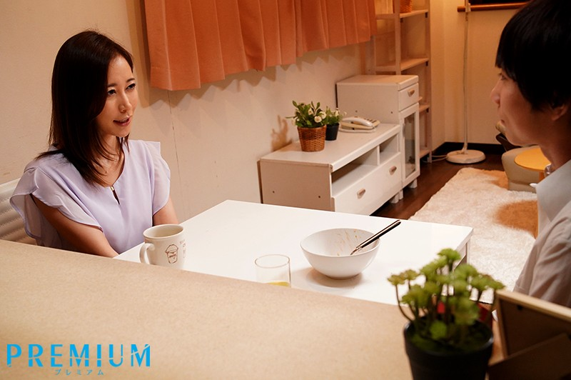 【蜗牛娱乐】PRED-254 :淫荡女教师篠田优邀学生来家里过夜啪啪中出到早上!