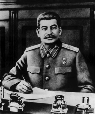 斯大林为何欲阻中共南昌暴动:对国民党抱幻想