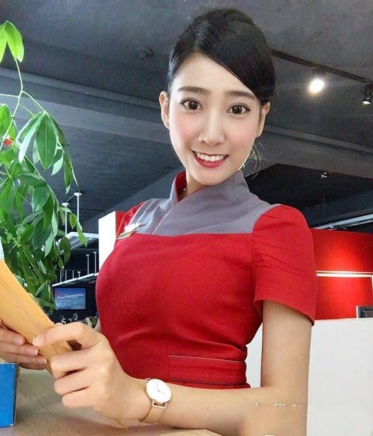从教师到空姐,我们也从课桌椅前,登入头等舱——郑诗璇