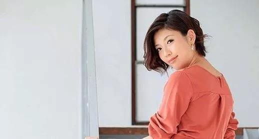 【蜗牛娱乐】七绪夕希RBD-983 高级女主管顶替模特前后一起来