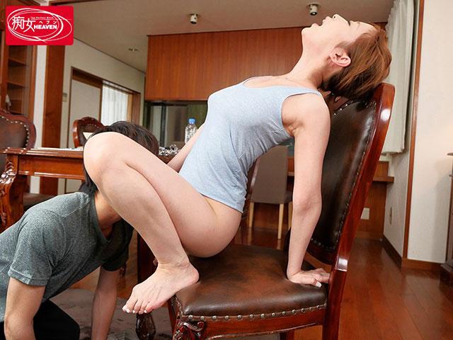 【蜗牛娱乐】CJOD-183 :翘臀美女篠田优和弟弟一起实践研究做爱姿势!