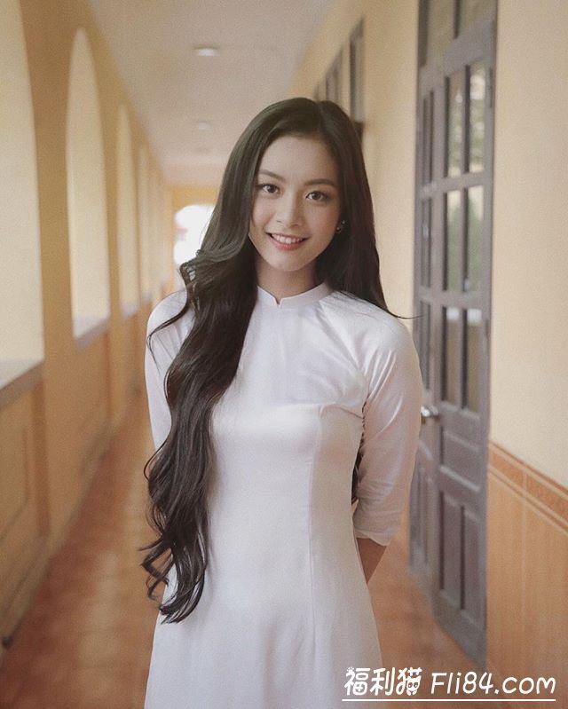 每日妹子图20200306:越南气质长腿妹纸Sophie,清新脱俗的模样,让人眼前一亮!