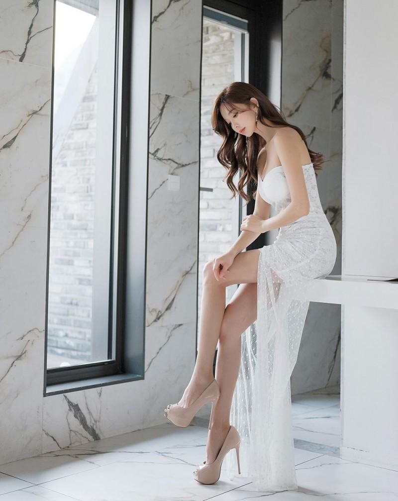 侧身一看,超级有料的韩国小姐姐朴秀然