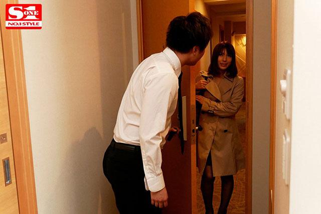 【蜗牛娱乐】SSNI-453 :入室即全裸的风俗人妻星野娜美被强行侵犯!