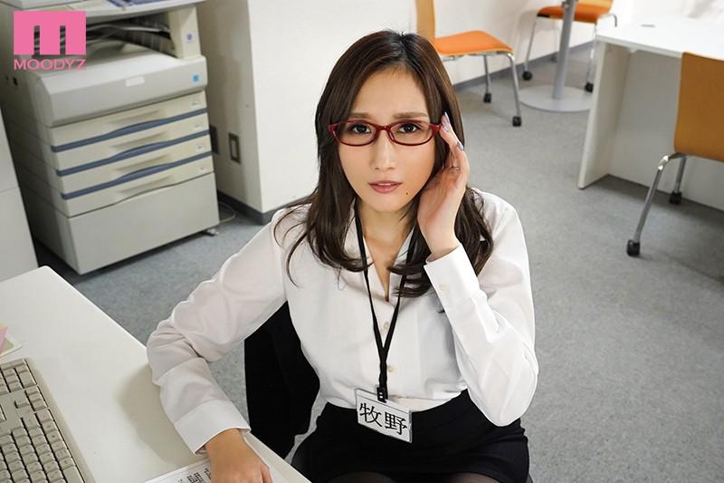 【蜗牛娱乐】MIMK-085 :高冷人妻女上司「Julia」在温泉饭店被属下搞上瘾玩爆还射了进去!