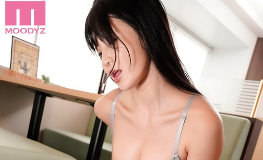 【蜗牛娱乐】高桥圣子MIDE-862 只是攻击胸部就让人受不了