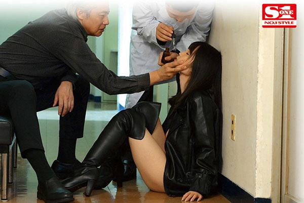 美乳搜查官「梦乃あいか」卧底被敌人识破 惨遭强灌春药「监禁拷问」到痉挛虚脱失禁