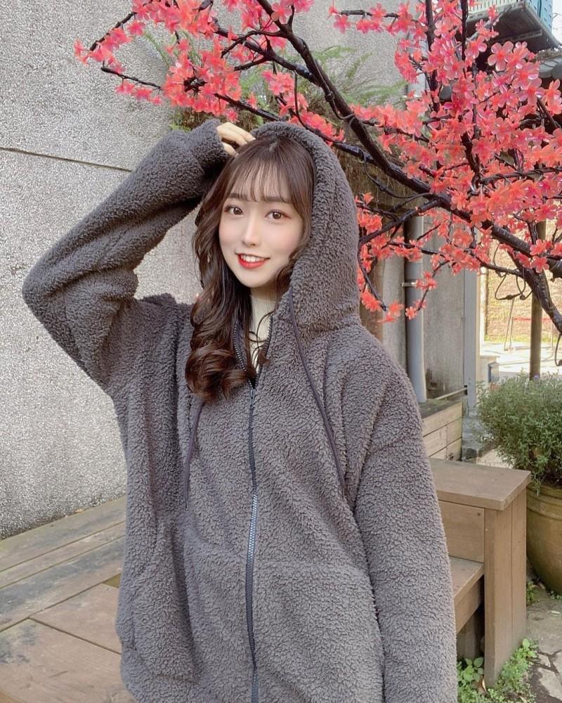公园散步出没天菜正妹「Yuna元元」,甜甜一笑就让人心动!