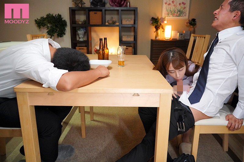 """【蜗牛娱乐】MIDE-904 :风骚嫩妻""""初川みなみ""""主动勾引,当着醉酒老公的面和下属偷情。"""