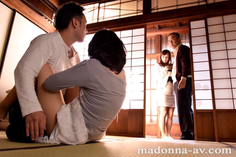 """【蜗牛娱乐】JUX-565:尝鲜换口味,熟女人妻""""安野由美,宫部凉花""""互换老公玩!"""