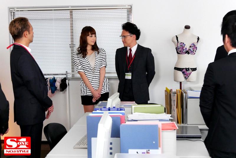【蜗牛娱乐】SNIS-692:巨乳女职员「RION」充当内衣模特被上司羞辱!